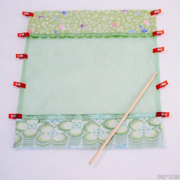 Beutel wenden und Seitennähte und Ecken gut ausformen. Anschließend bügeln. Nun wieder zurück wenden, so dass die rechte Seite außen ist.