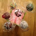 Cake pops selbermachen | bunte Kalorienbömbchen